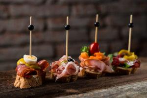 Hiszpańskie finger food - chorizo